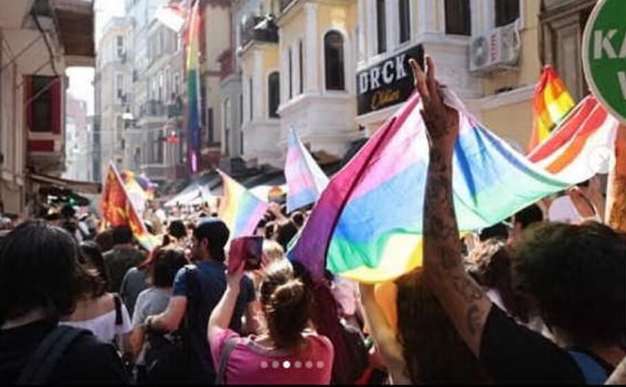 (foto instagram istanbul pride)