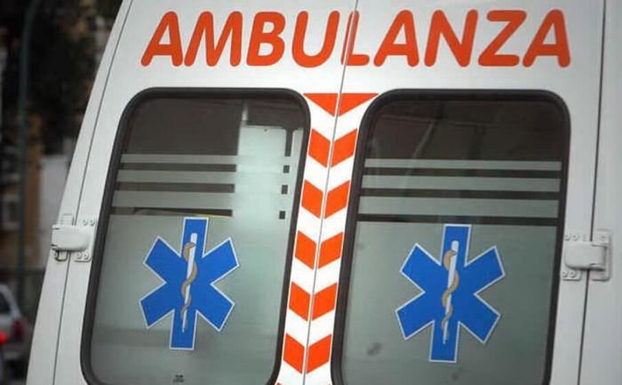le vittime sono state soccorse e trasportate in ospedale (ansa)