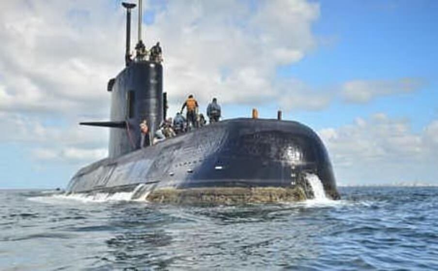l incendio scoppiato all interno di un sommergibile russo (ansa)