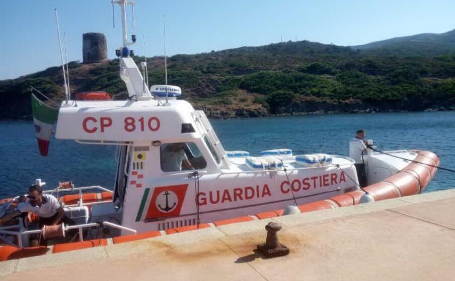 una motonave della guardia costiera (l unione sarda pala)