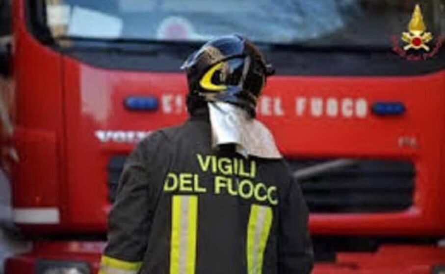 l intervento dei vigili del fuoco (ansa)