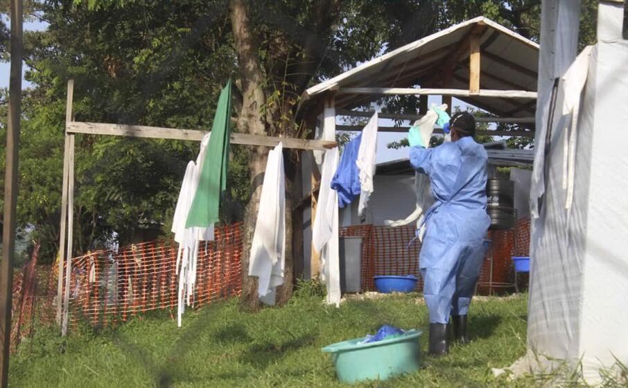 misure sanitarie per contrastare l ebola (ansa)