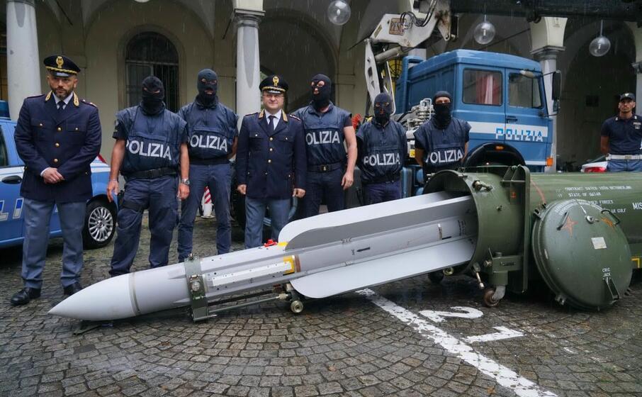 il missile sequestrato dalla digos (ansa)