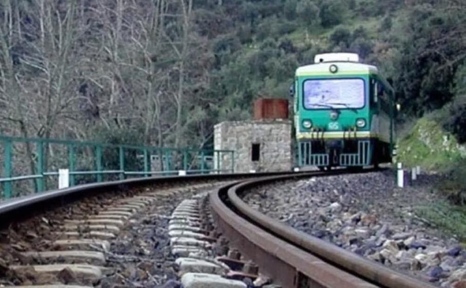 la linea ferroviaria (foto severino sirigu)