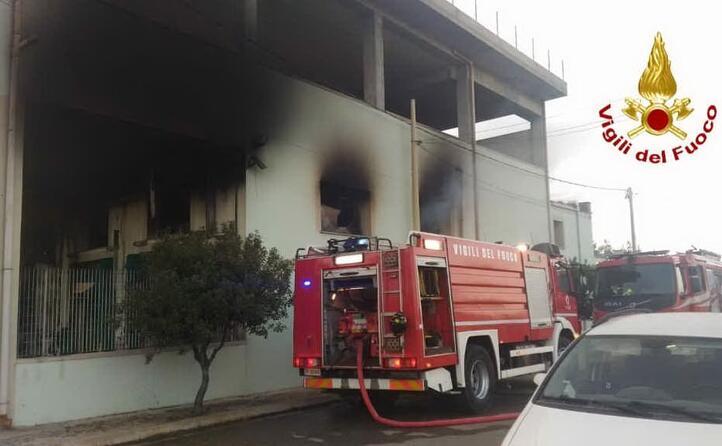 le fiamme a settimo (foto vigili del fuoco)