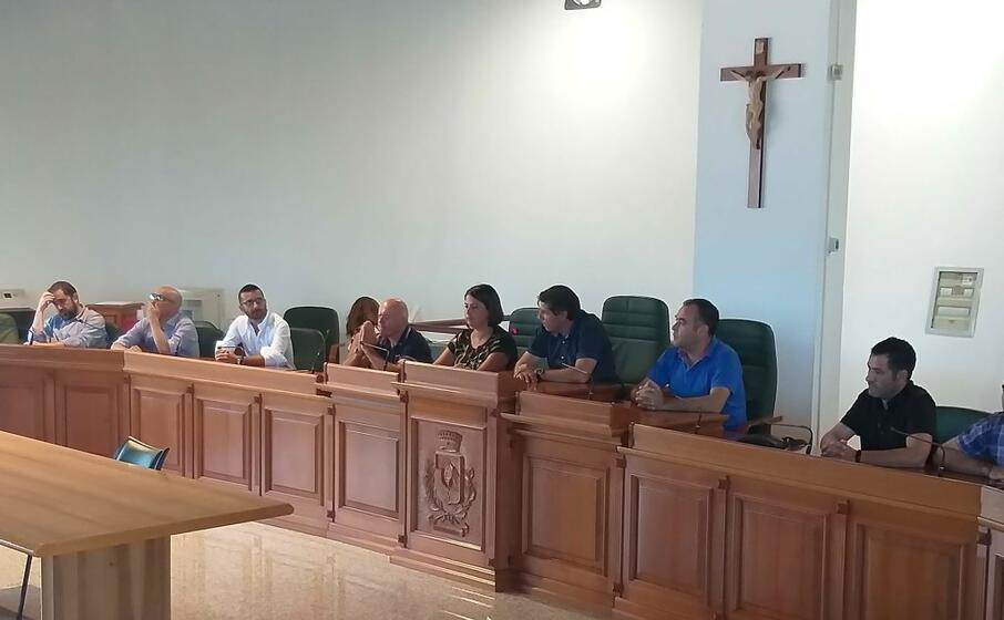 gli amministratori del sulcis riuniti oggi a domusnovas (foto l unione sarda farris)