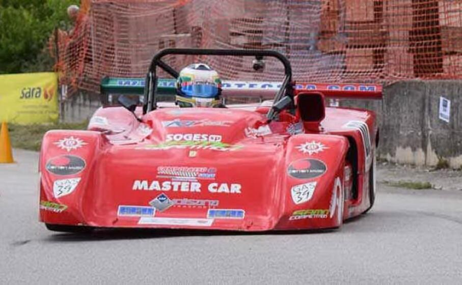 l auto di fabio emanuele in testa al campionato italiano (foto l unione sarda tellini)