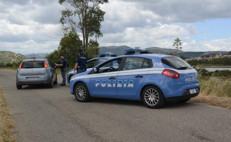 un posto di blocco nel nuorese (foto polizia di stato)