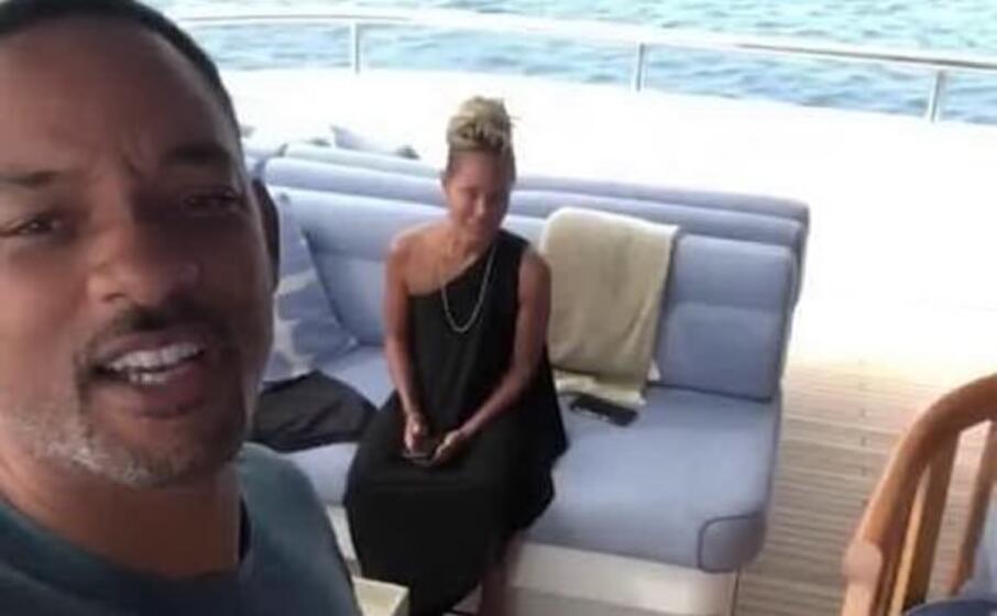 will smith e la moglie jada sullo yacht in sardegna (frame instagram)