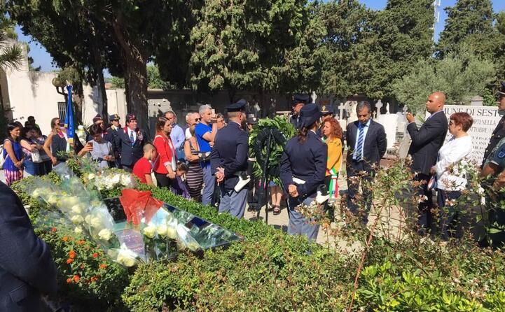 cerimonia al cimitero di sestu in memoria di emanuela loi (foto l unione sarda deidda)