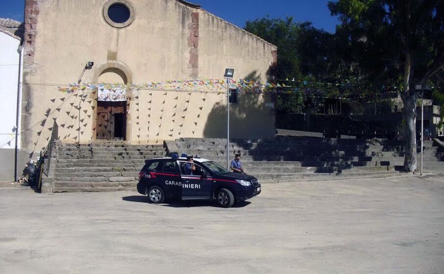 controlli dei carabinieri a nurri (foto l unione sarda pintori)
