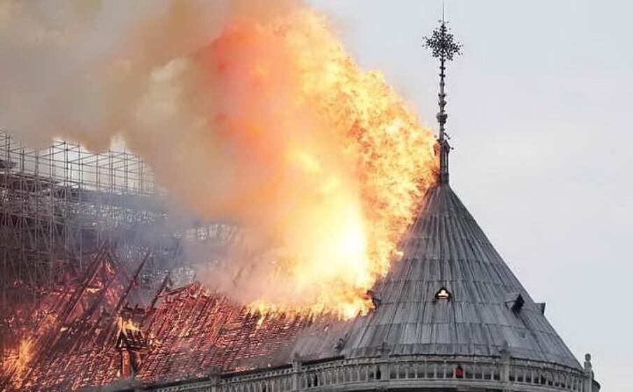 l incendio nella cattedrale di notre dame (ansa)