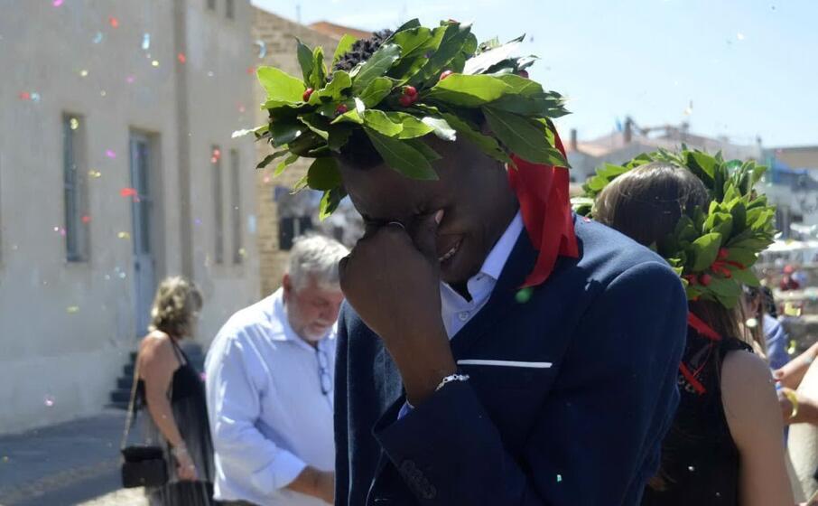 la commozione del neo laureato (foto ufficio stampa)