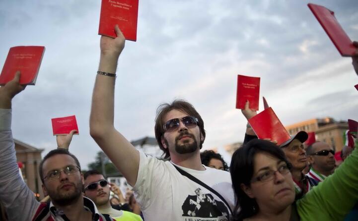 le agende rosse movimento che chiede la verit sulla morte del giudice in riferimento a un agenda rossa su cui borsellino annotava tutto che scomparsa dalla scena del crimine