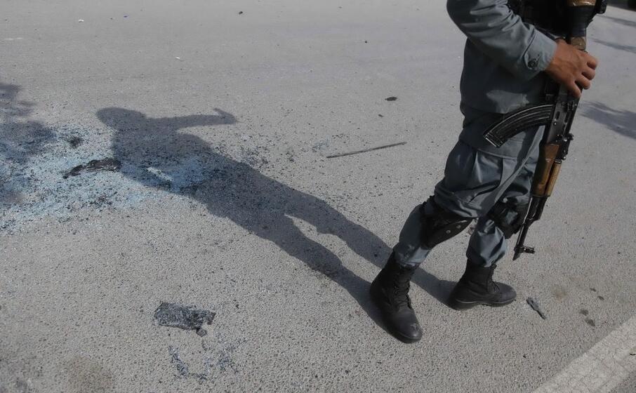 un poliziotto a kabul (ansa)