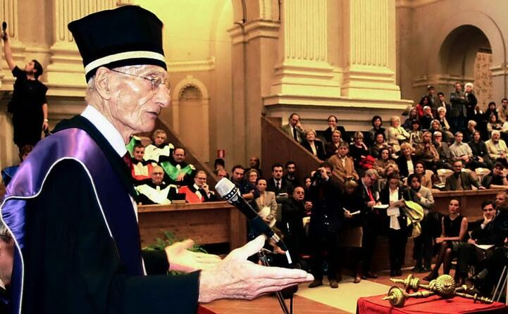 qui riceve la laurea honoris causa in scienze politiche dall univesit di bologna