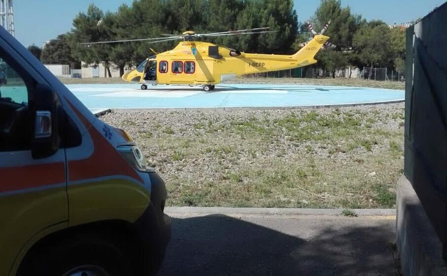 ambulanza ed elicottero (foto aou sassari)