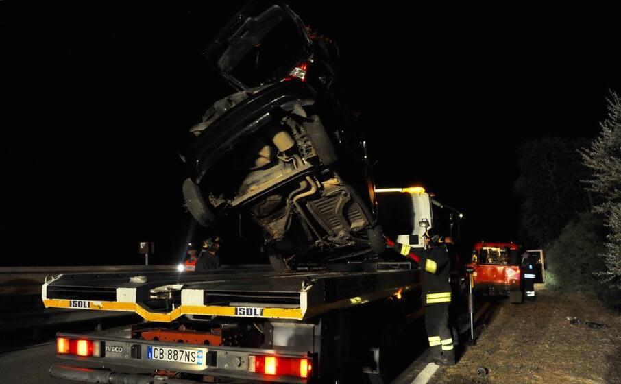 i resti dell auto (foto l unione sarda chergia)