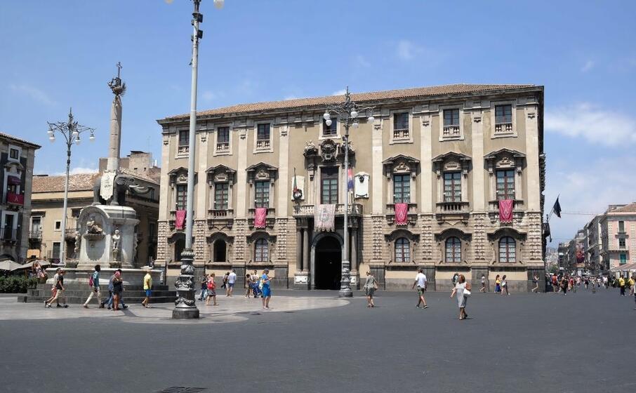 piazza del duomo a catania (foto wikipedia)
