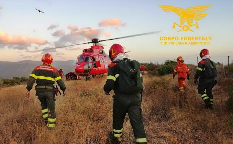 l equipaggio di uno dei mezzi anti incendio regionali (foto corpo forestale)