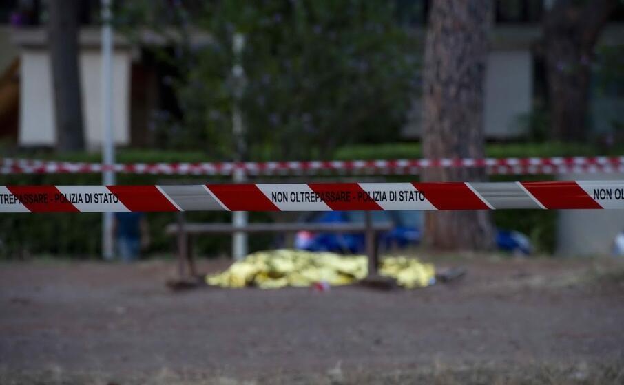 il corpo di fabrizio piscitelli assassinato mercoled a roma (ansa)