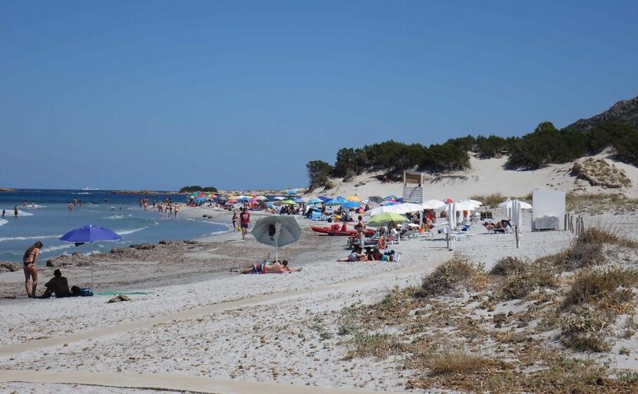 la spiaggia di capo comino (archivio l unione sarda)