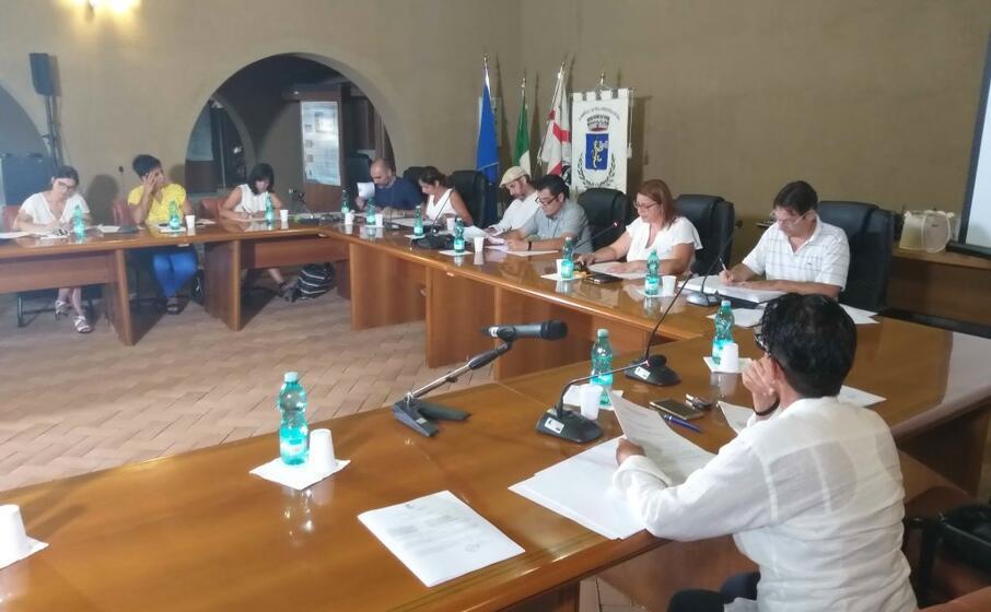 la seduta del consiglio (foto l unione sarda farris)