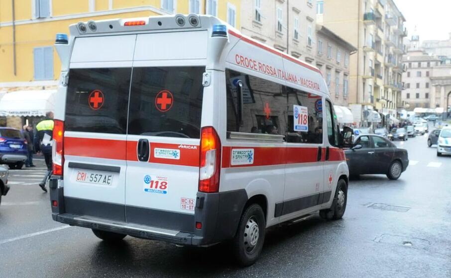 un ambulanza (ansa)