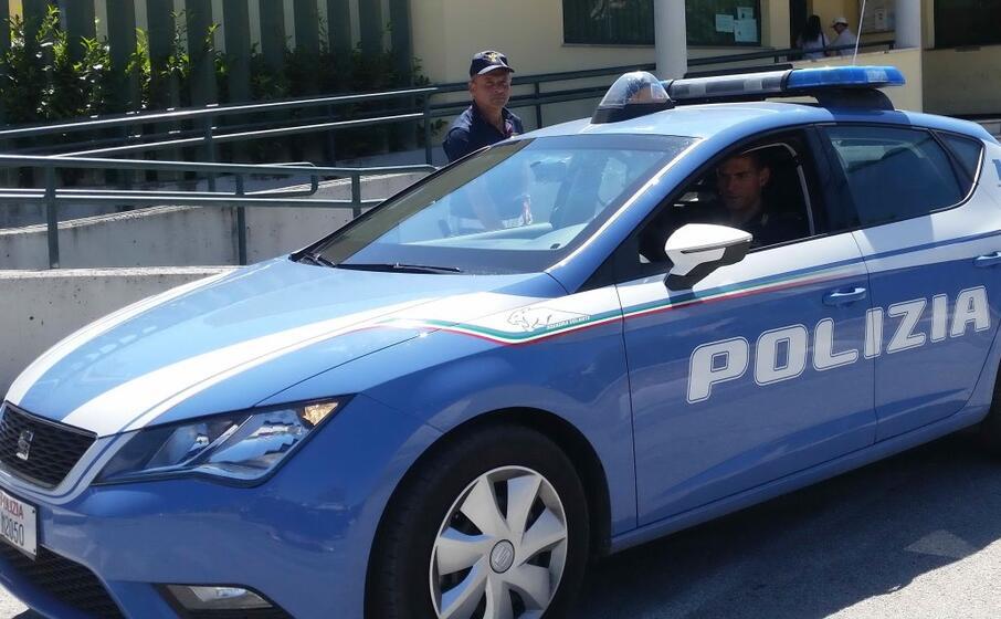 una volante (foto polizia)