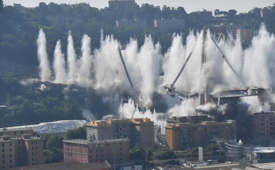la demolizione del viadotto eseguita il 28 giugno (ansa)