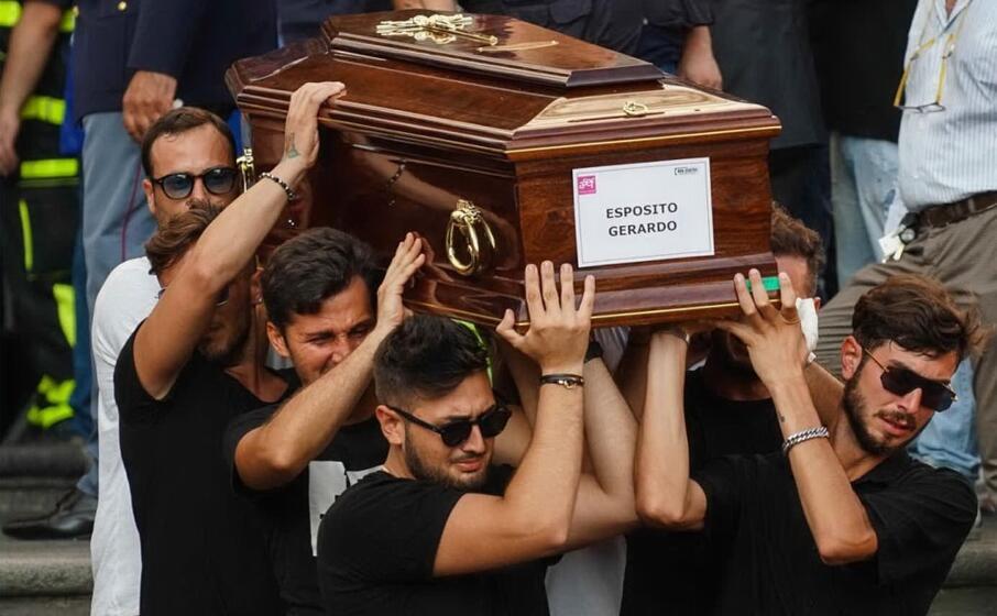 un immagine dei funerali (ansa)