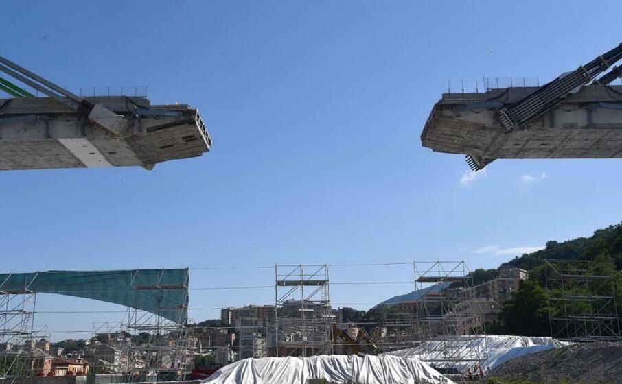 una foto del cantiere del moncone est prima della demolizione (ansa)