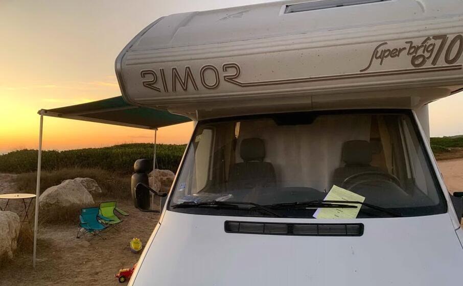 il camper sanzionato (foto l unione sarda pinna)