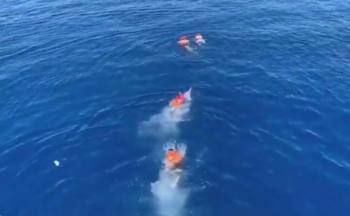 i migranti sono stati poi raggiunti e riportati a bordo