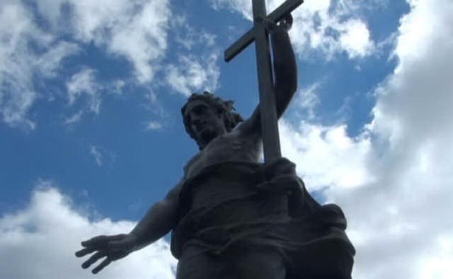 la statua del redentore a nuoro (archivio l unione sarda)