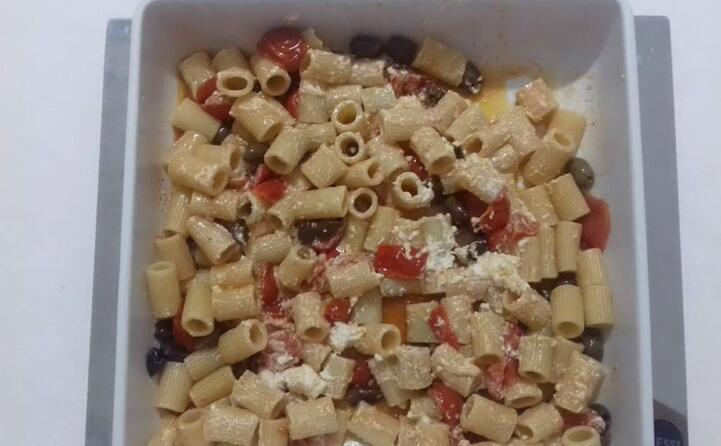 maniche con pomodorini cherry olio d oliva di frantoio olive taggiasche e ricotta mustia (piatto di maria luisa cagliari)