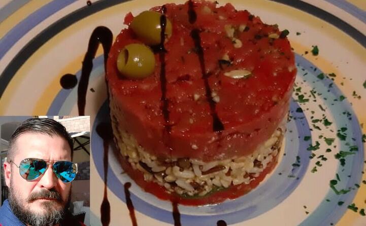 stefano da tortol e la sua tartare di manzo con pomodori e 7 cereali
