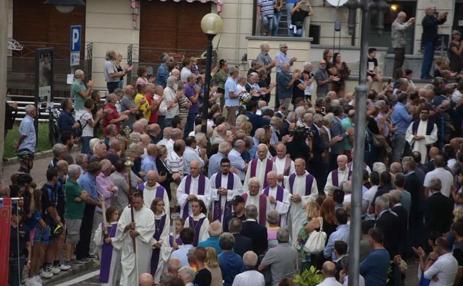 un immagine dai funerali (ansa)