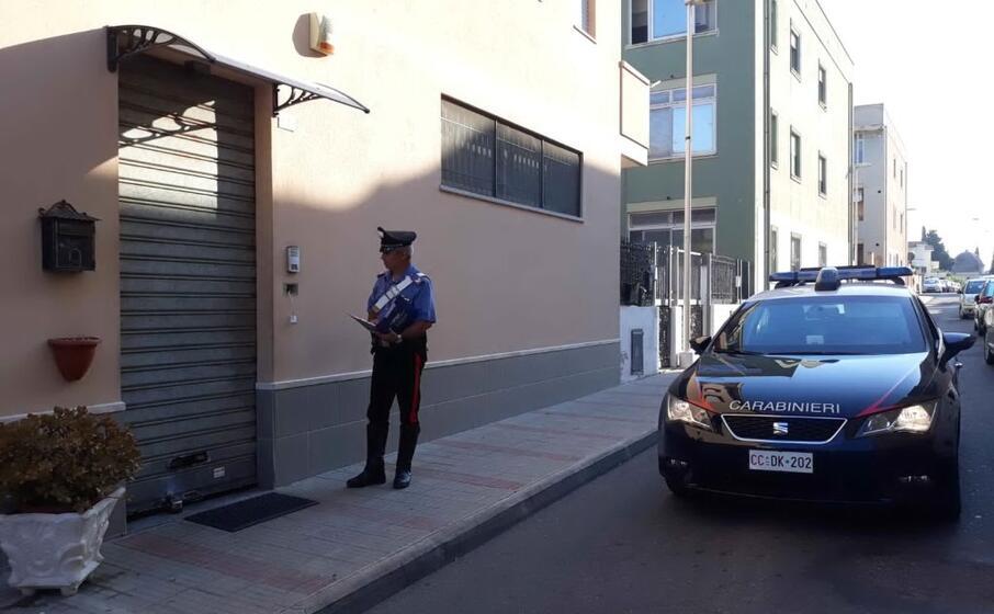 i carabinieri sul posto (foto cc)