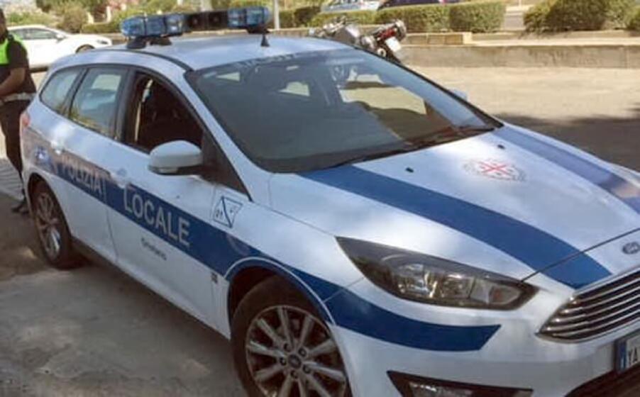 gli agenti della polizia locale di oristano (l unione sarda sanna)
