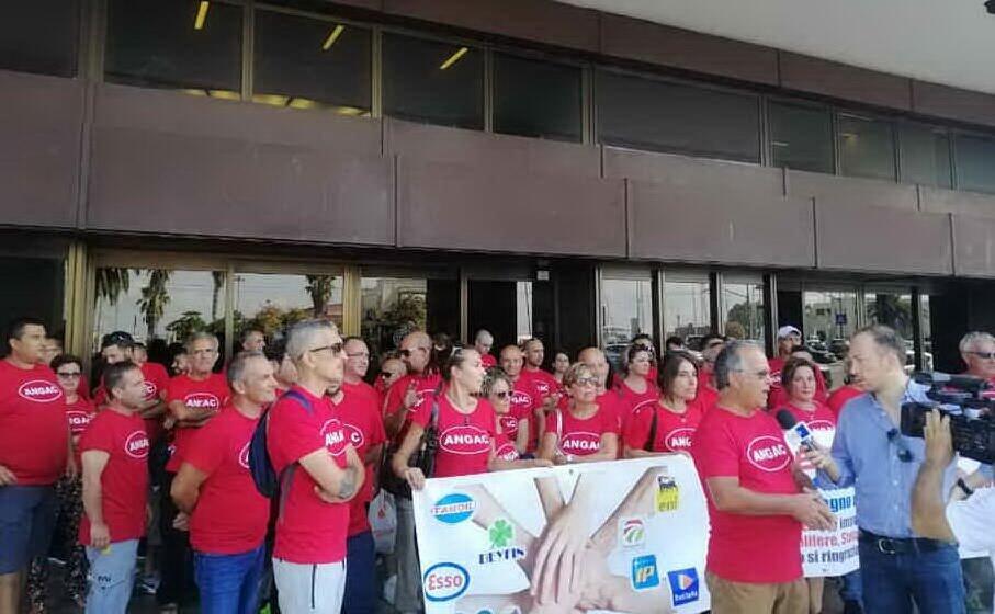la protesta dei benzinai sardi (archivio l unione sarda)