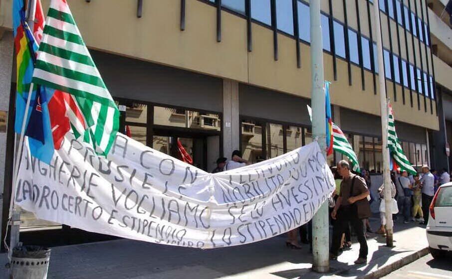 una protesta dei lavoratori aias (l unione sarda farris)