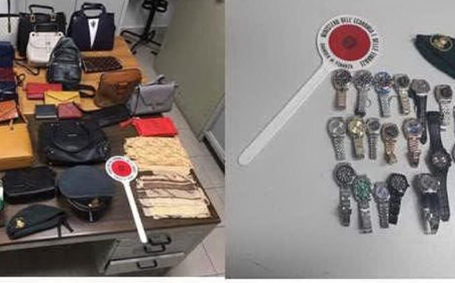 gli oggetti sequestrati (foto gdf)