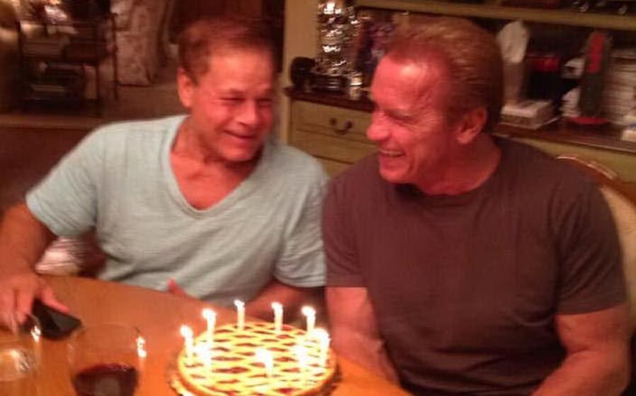 franco columbu (a sinistra) con arnold schwarzenegger i due erano molto amici (foto facebook)