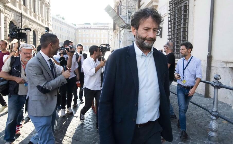 il ministro ai beni culturali e al turismo dario franceschini
