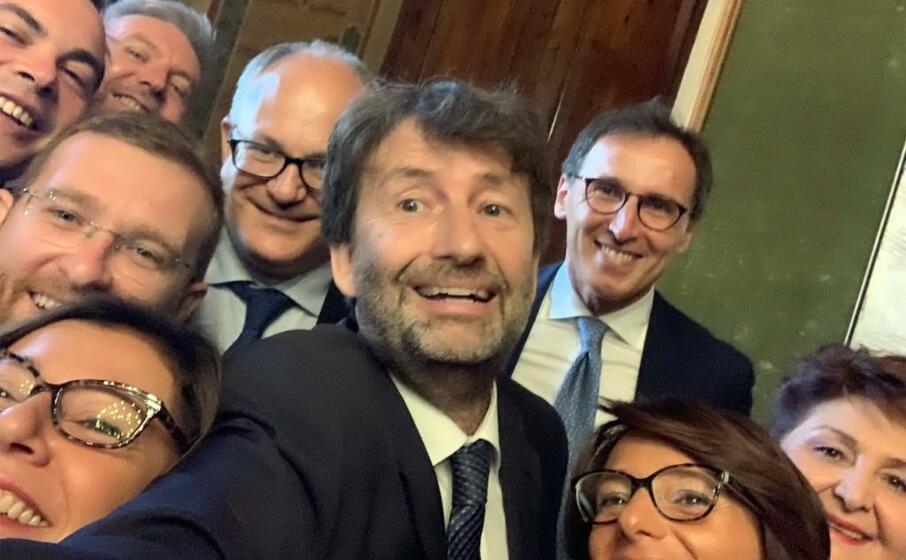 il selfie di dario franceschini prima dell inizio della cerimonia