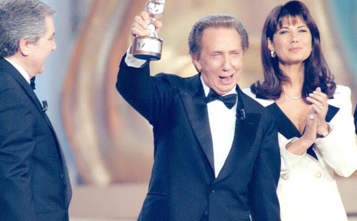 corrado premia bongiorno col telegatto nel 1996