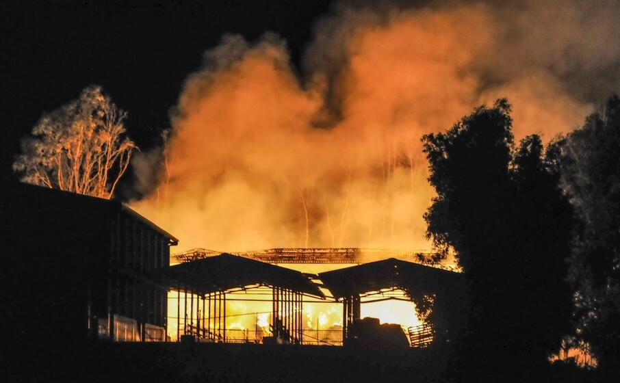 le fiamme (foto l unione sarda cucca)