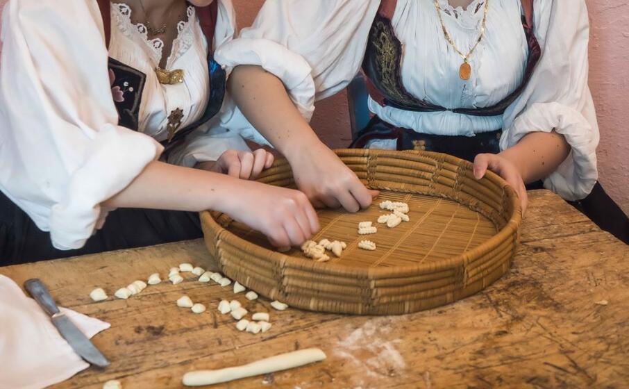 la preparazione della pasta (archivio l unione sarda)