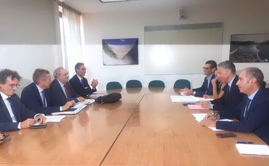 la riunione tra i vertici dell anas e l assessore ai lavori pubblici roberto frongia (foto l unione sarda frongia)